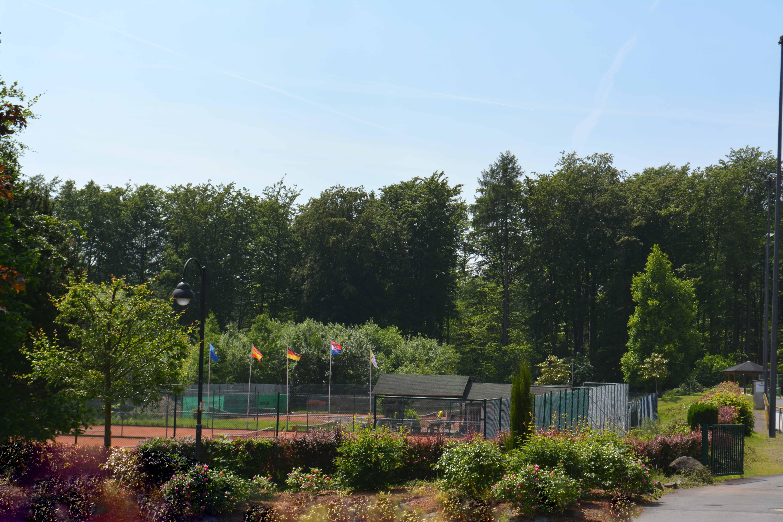 Blick auf die Tennisanlage